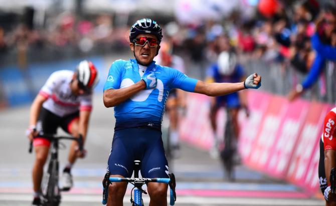 Giro d'Italia: Ο Carapaz κερδίζει το 4ο στάδιο